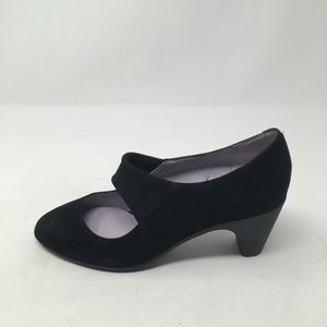 JOHNSTON AND MURPHY BLACK HEELS 7.5M